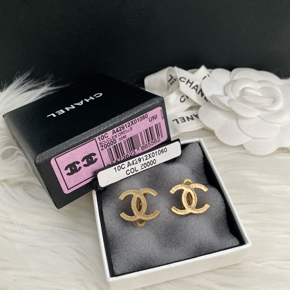 CHANEL Jewelry - Chanel clips on earrings